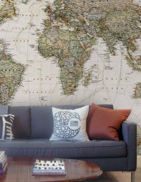 Old_world_map_halved_by_vinyl_impression_grande_large