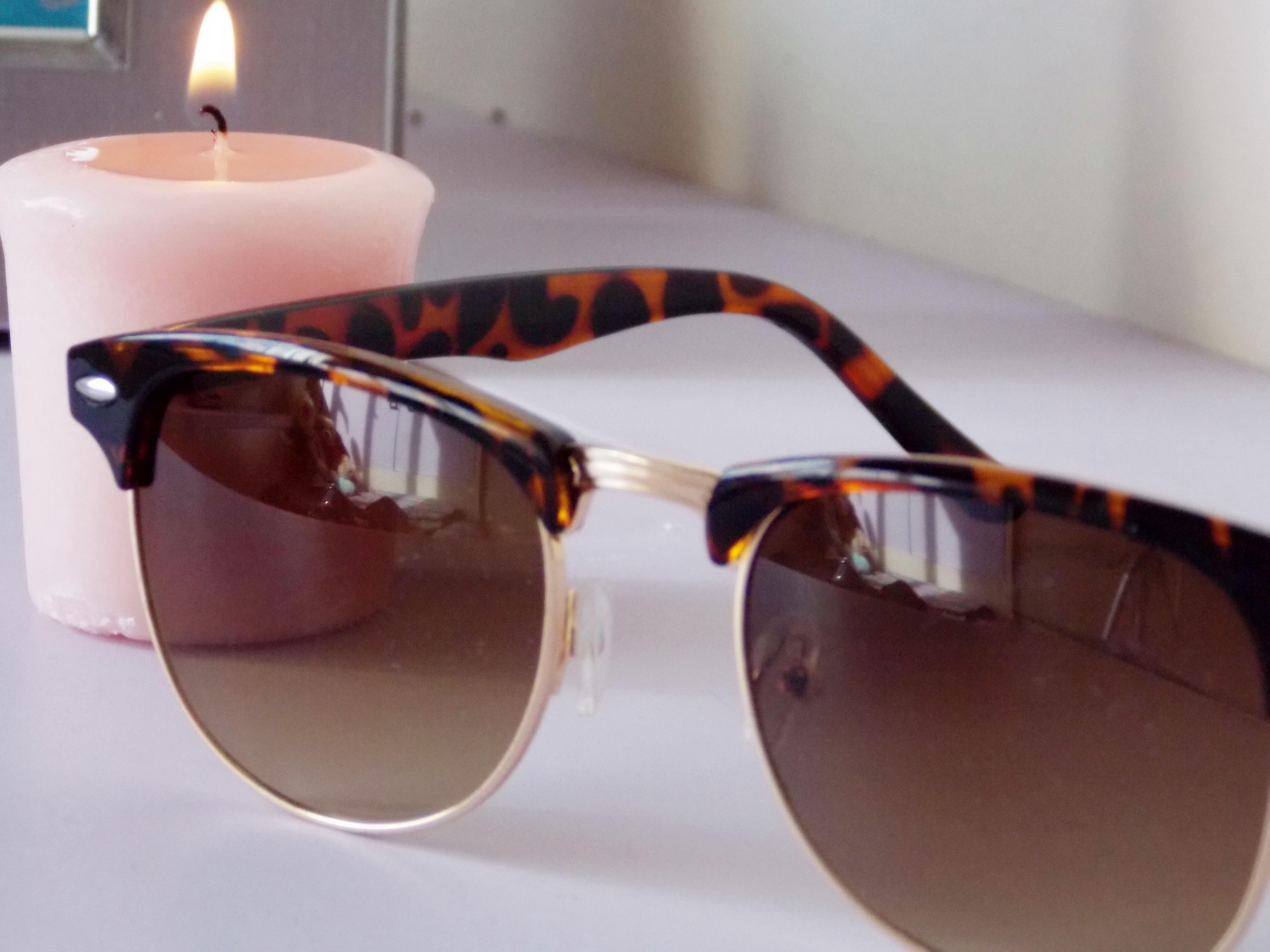 cdfc1be8db8 Comprei esse óculos na loja online Oba Fashion (clique aqui) e estou  amando. Ele anda super famoso e o modelo mais conhecido é o Rayban.